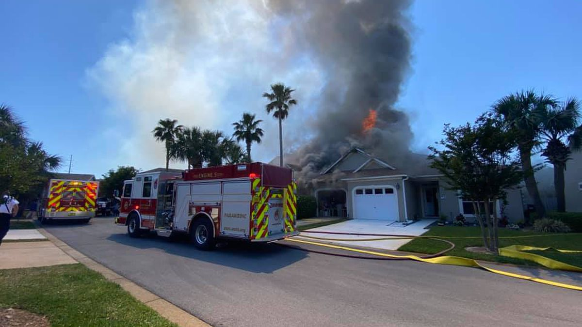 A multi-home structure fire broke out in Miramar Beach Thursday afternoon.