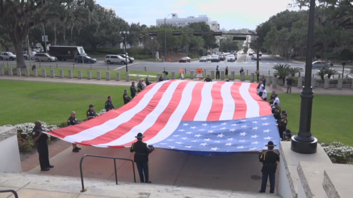 One 9/11 first responder takes a 50 lb. American flag dubbed 'The Patriot Flag' to historic U.S. monuments, state capitols, and American battlefields in honor of 9/11 victims, first responders, and American veterans.