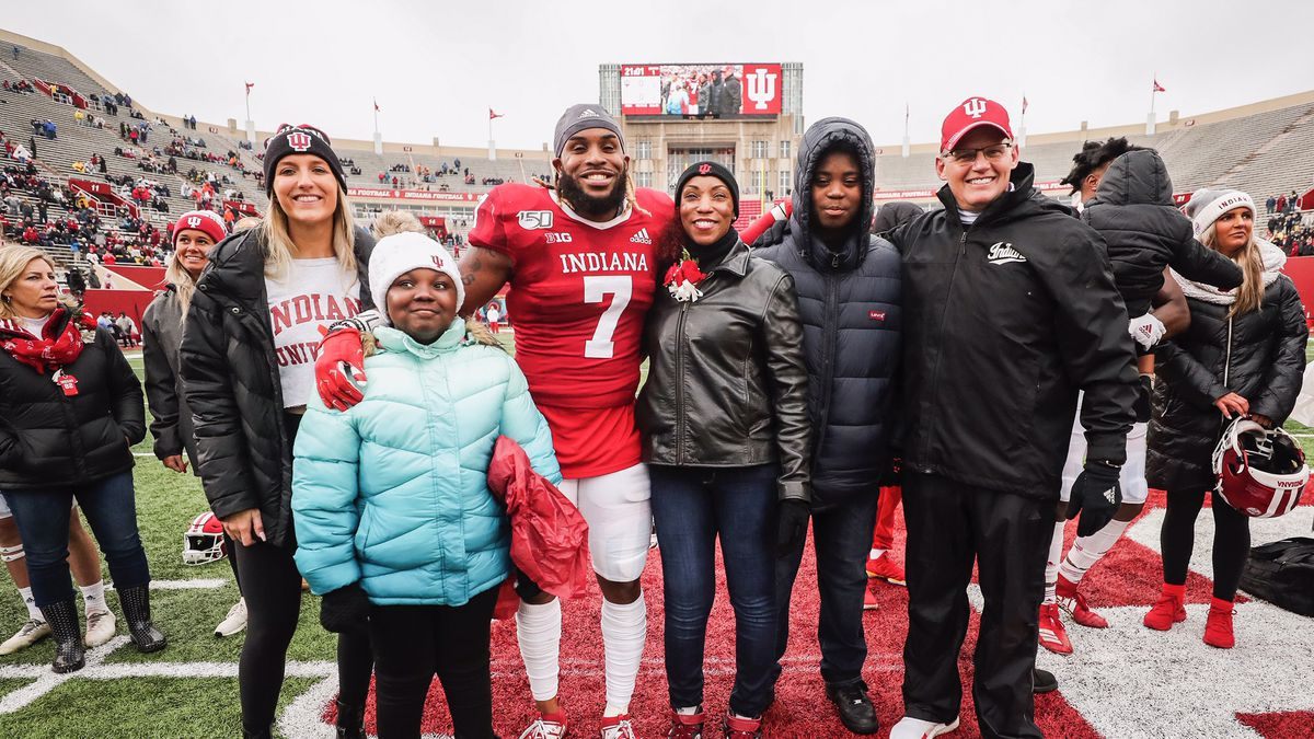 Reakwon Jones poses with his family on the field at Memorial Stadium.