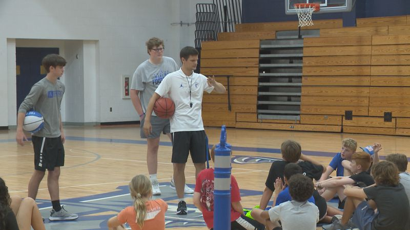 Josh Laatsch, his staff and players hosting hoops clinic this week