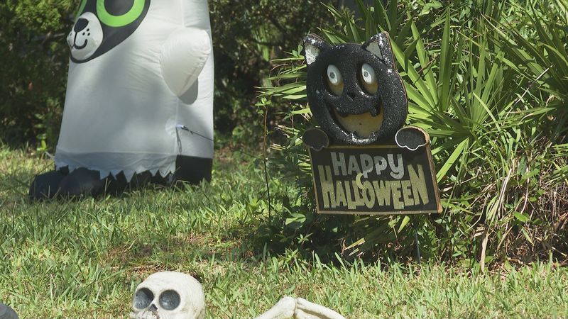 Bay County Sheriff's officials want to remind families there is a safe way to trick or treat...