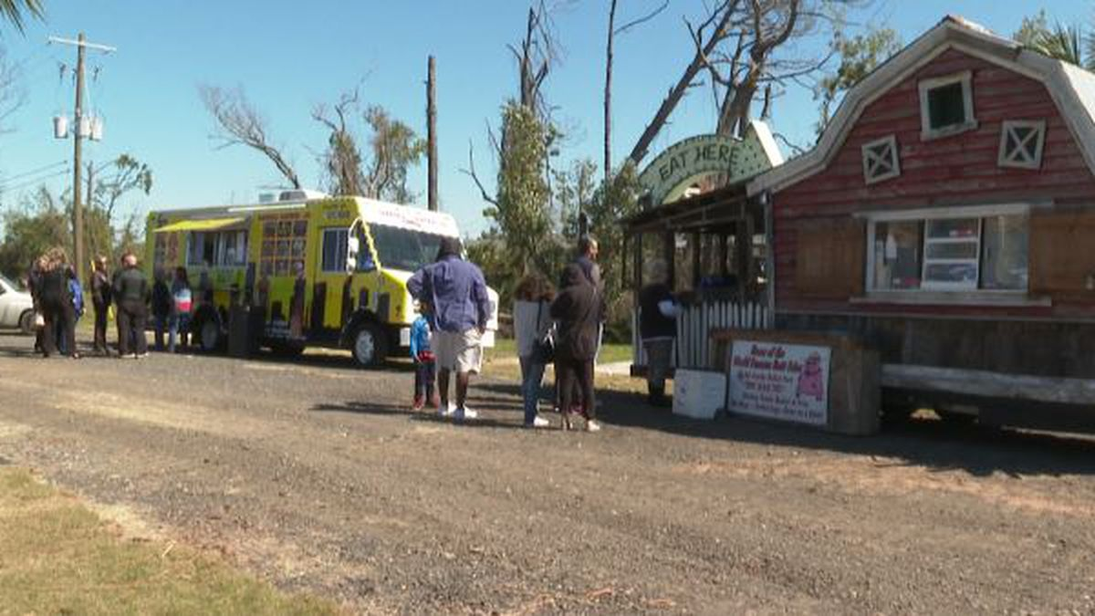 Folks were ready and waiting in line to chow down. (WJHG/WECP)